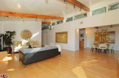 Venus-Williams-family-room-2-da68de-574x430