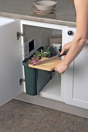 Cubo integrado en el mobiliario