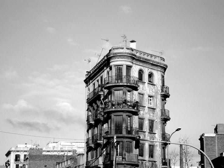Edificio en blanco y negro