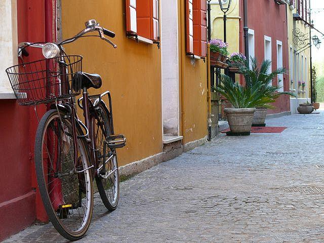 ¿Es legal dejar la bici en espacios comunes?