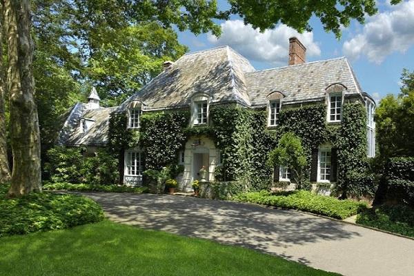Una casa con hiedra aporta estilo, es un potente aislante y revaloriza la propiedad