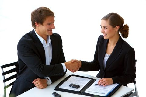 Reunión entre agente y cliente
