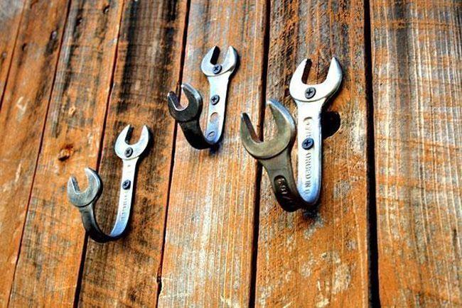 Colgador de llaves hecho con herramientas