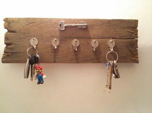 Colgador de llaves hecho con llaves