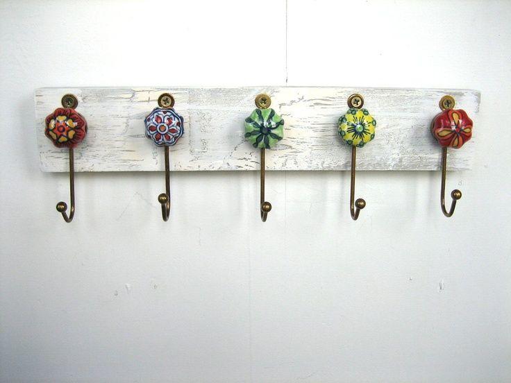 Colgador de llaves hecho de pomos