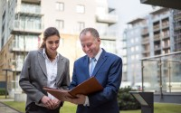 Reunión de un agente inmobiliario
