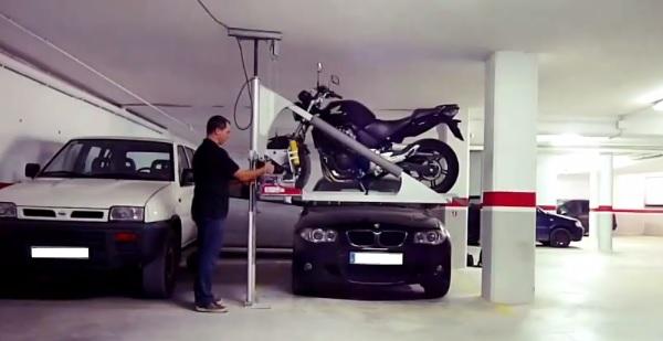 Garaje para motos compartido con el coche