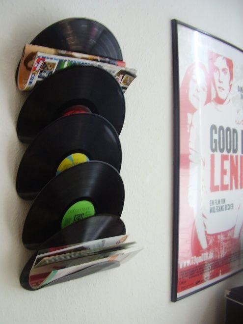 Revistero con discos de vinilo