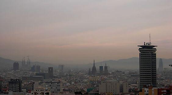 Contaminación en el cielo de Barcelona