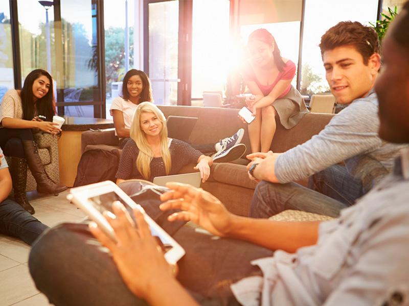 Els estudiants signen cada vegada més segurs de lloguer