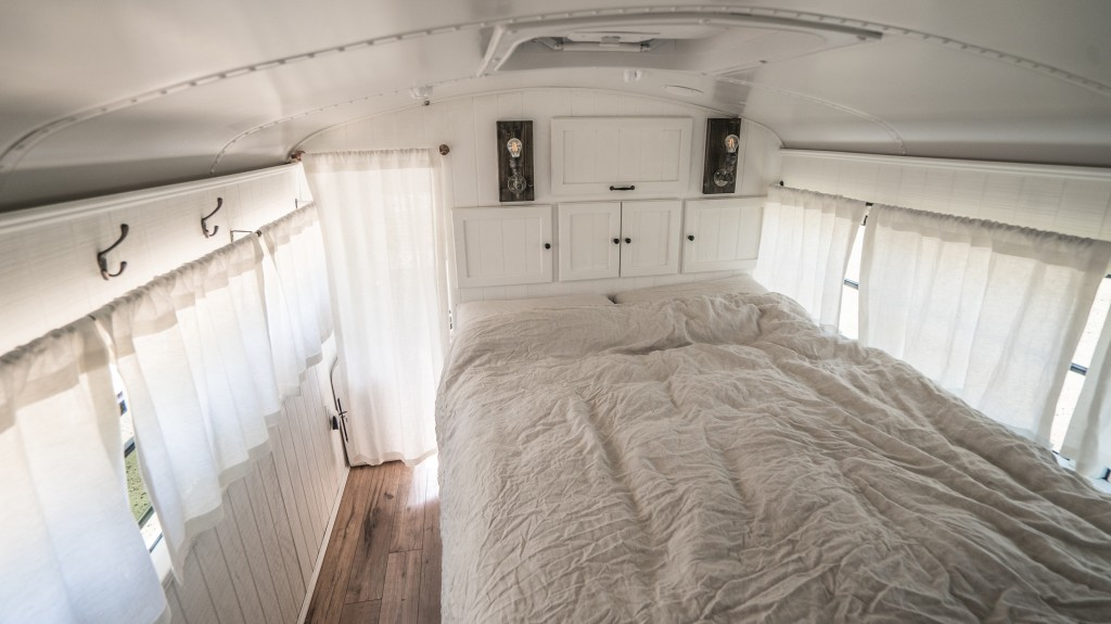autobús convertido en una vivienda